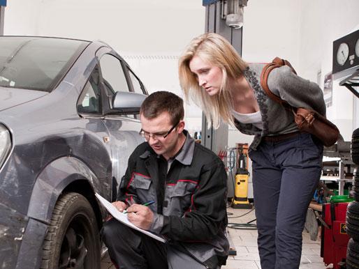Kostenvoranschlag in der Werkstatt für Schaden am Auto
