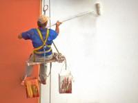 Maler bei der Ausübung seines Berufs