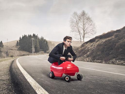 Student auf provisorischem Auto
